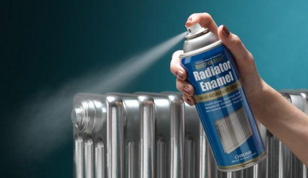Покраска батареи отопления с помощью аэрозольной краски