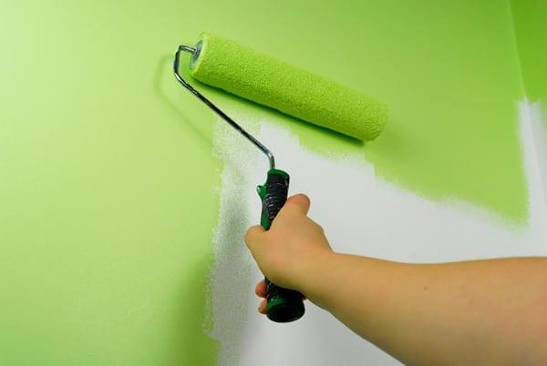 Как покрасить потолок латексной краской