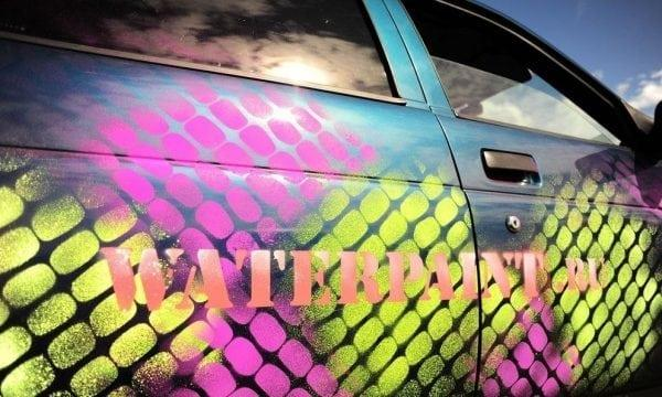 Аэрозольная меловая краска на поверхности автомобиля