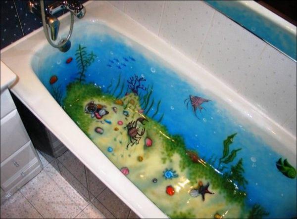 Обновленная акрилом ванная с цветным рисунком
