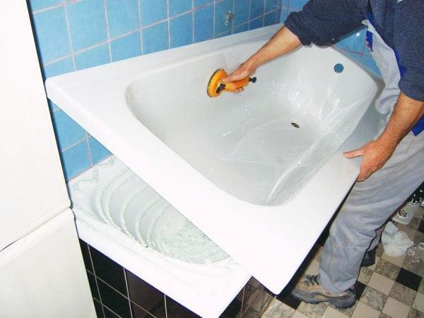 Реставрация ванны при помощи акрилового вкладыша