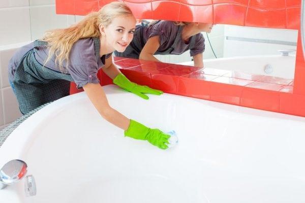 Проведение реставрации ванны с помощью эмали