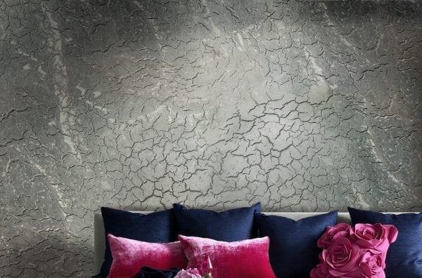 Оформление стены с эффектом трещин