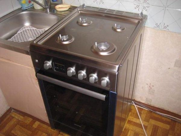 Газовая плита с покрытием из нержавеющей стали