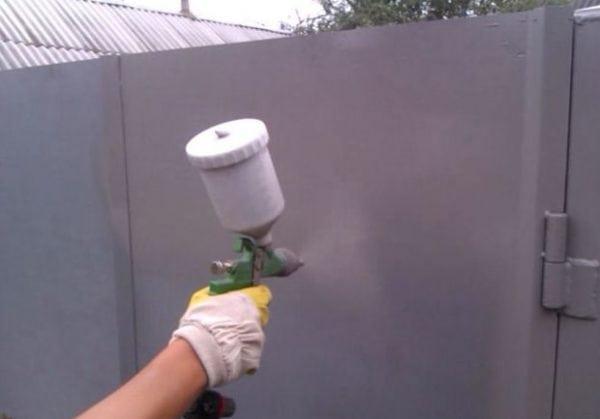 Грунт ХС-010 наносится с помощью распылителя