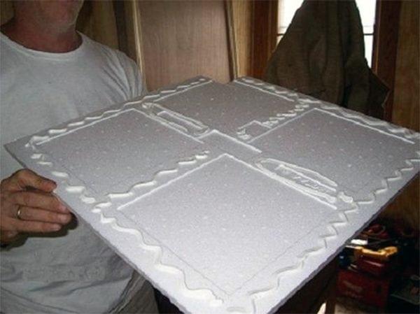 Нанесение клея на потолочную плитку