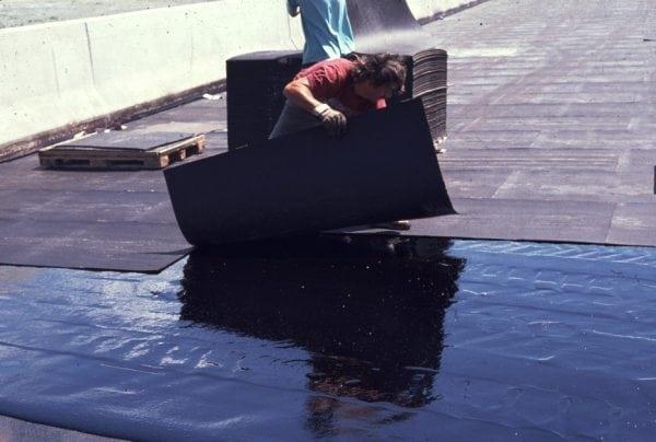 Укладка мягкой кровли на крыше