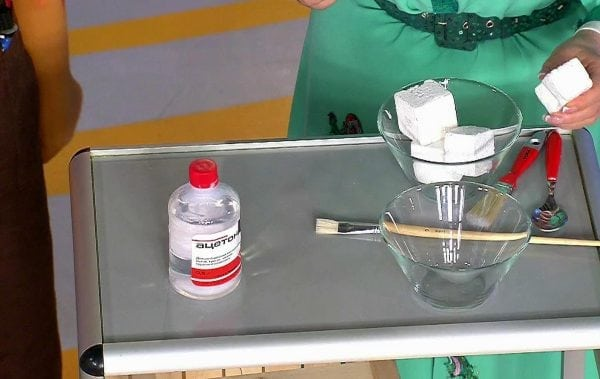 Процесс приготовления клея из ацетона и пенопласта