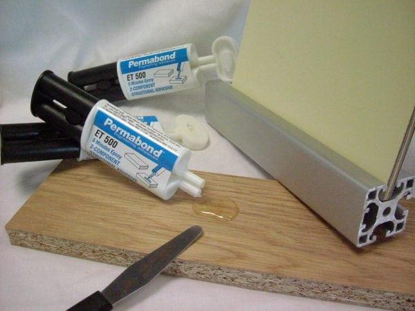 Эпоксидный клей может использоваться для склеивания различных материалов