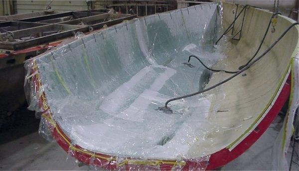 Эпоксидная смола применяется для герметизации корпуса лодки