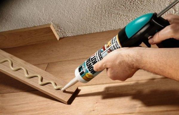 Крепление деревянного плинтуса на жидкие гвозди