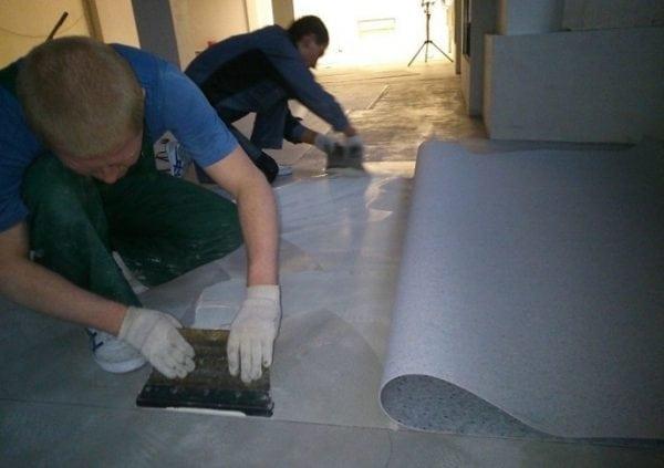 Укладка напольного покрытия на бетонную стяжку