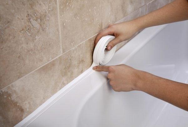 Заделка стыков между ванной и стеной