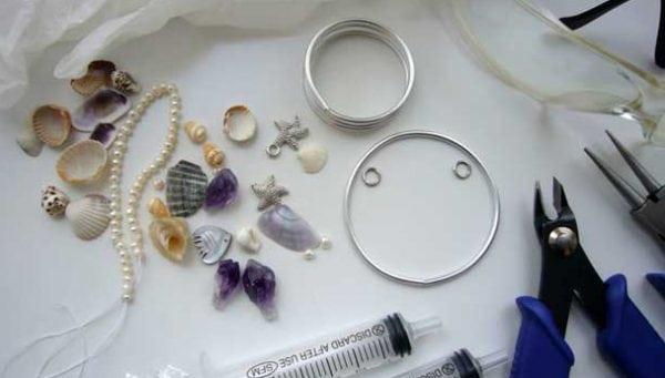 Материалы и инструменты для изготовления украшений из ювелирной смолы
