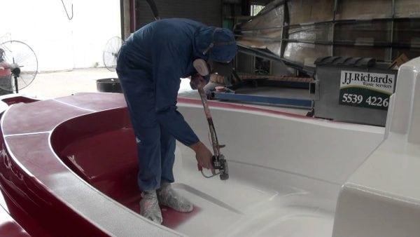 При работе с гелькоутом нужно использовать средства индивидуальной защиты