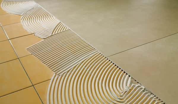 Двухкомпонентный клей подходит для укладки плитки вторым слоем