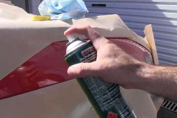 Аэрозольный лак высыхает в течение нескольких минут после использования