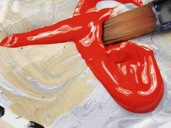 Краска красного цвета