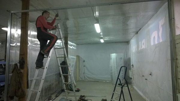 Монтаж потолка в покрасочной камере