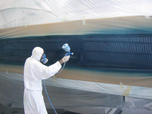 Покраска корпуса катера из краскопульта