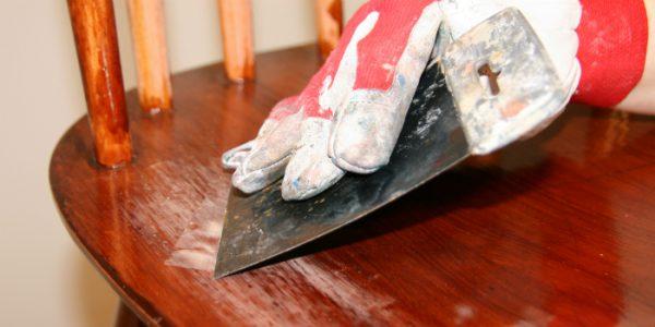 Заделка сколов и царапин на мебели