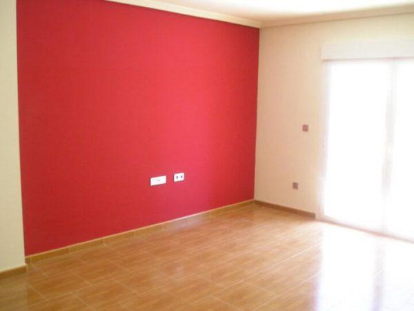 Окрашенные стены в комнате