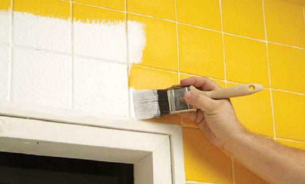 Покраска керамической плитки позволяет вернуть ей привлекательный внешний вид