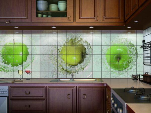 Приклейка плитки на кухне