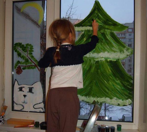 Рисование гуашью на окне