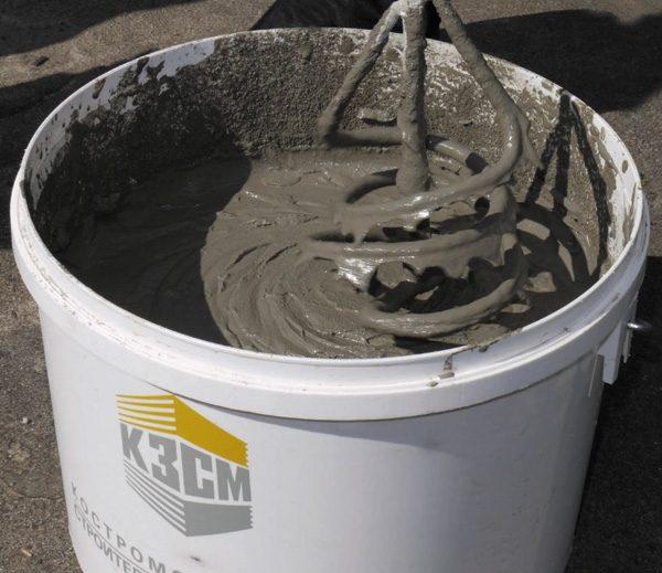 Для приготовления раствора из сухих смесей не требуется бетономешалка