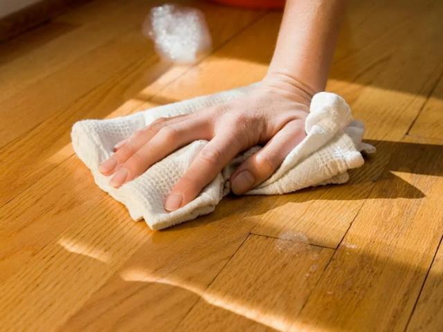 Чем отмыть клей для мышей с рук, пола, мебели, ткани, шерсти животных