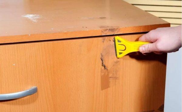 Механическая очистка с мебели