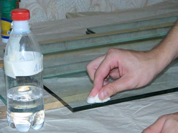 Подготовка стекла к склеиванию