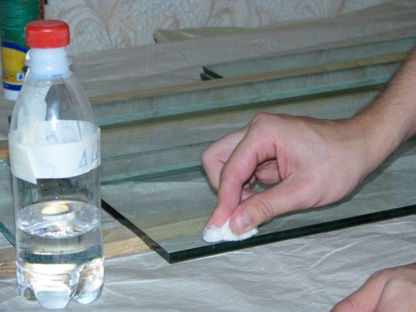 Подготовка поверхности перед склейкой