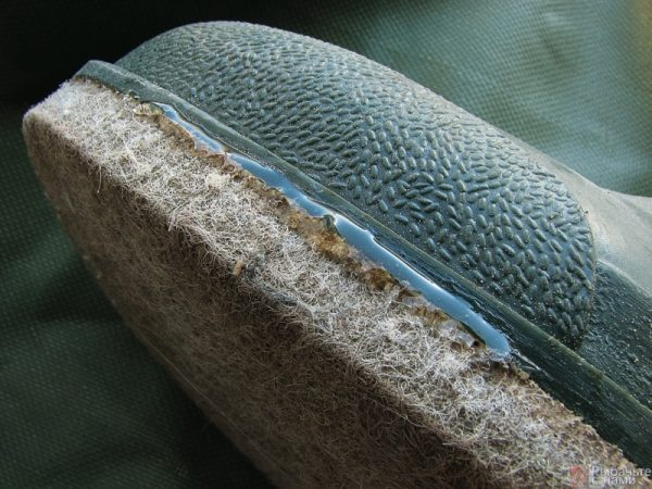 Средство для обуви должно обладать водостойкостью и эластичностью
