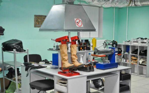 Для работы с резиновым клеем необходима хорошая вентиляция