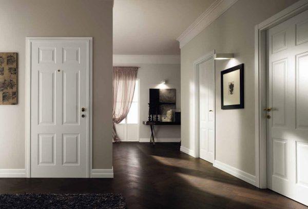 Одного оттенка с дверьми