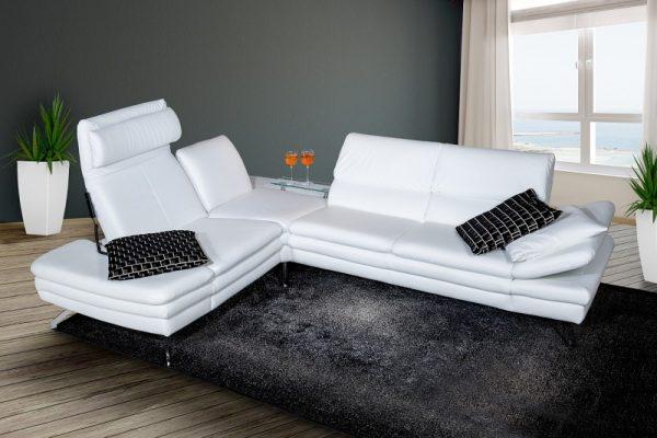 Белый цвет может оказаться непрактичным для дивана