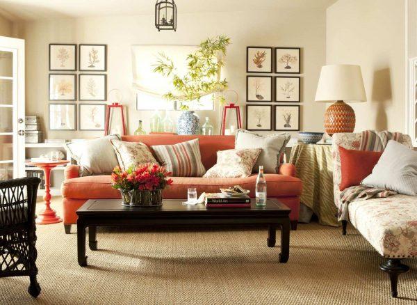 Персиковая обивка дивана