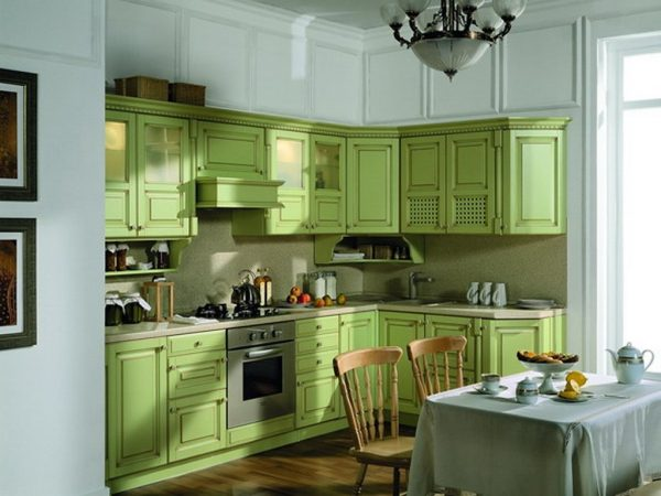 Использование светло-зеленых фасадов на кухне