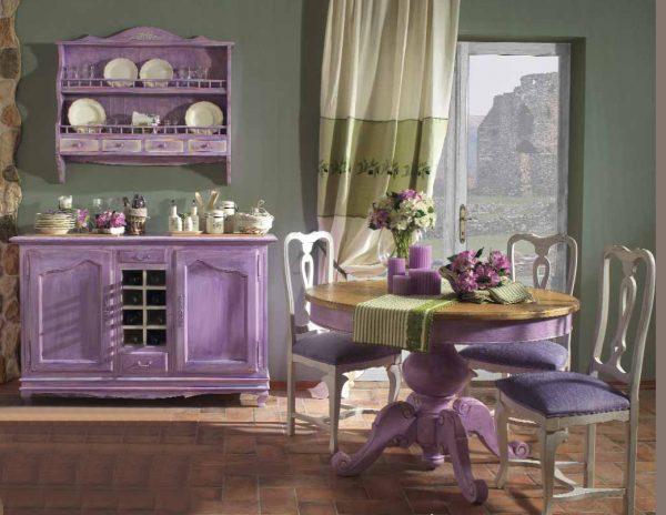 Оформление кухни в фиолетовых тонах