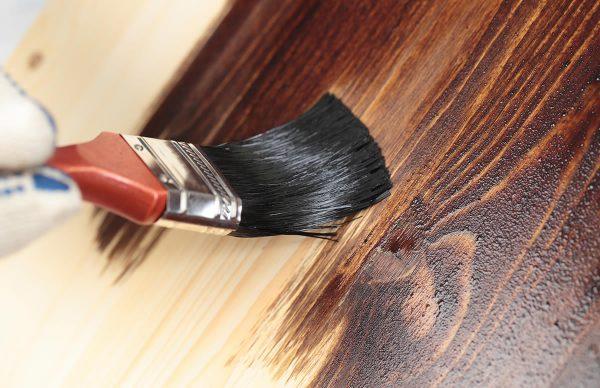 Нанесение на деревянную поверхность
