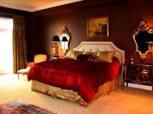 В спальной комнате этот цвет нужно применять осторожно