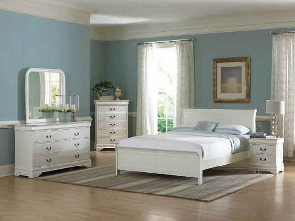 Светлое оформление спальной комнаты