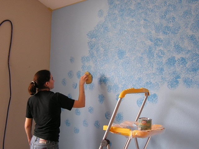 Покраска стен 85 фото красивые идеи для оформления фасада и советы по применению внутри помещений