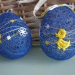 Яйца из ниток и ПВА