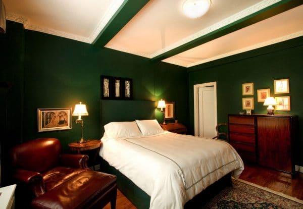 Спальня в темно-зеленом цвете