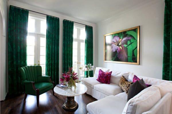 Темно-зеленые шторы в интерьере