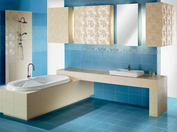 Бежевая и голубая плитка для ванной