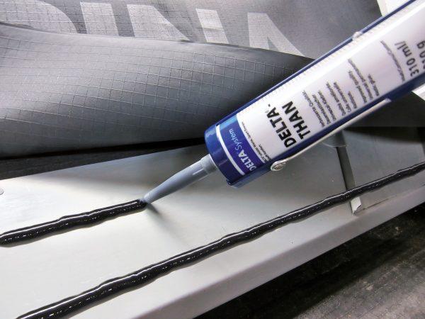 Герметик на битумной основе обладает высокой прочностью и эластичностью